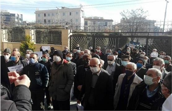تجمع سراسری بازنشستگان در 11 شهر ایران/اعتراض به وضعیت معیشتی و عملکرد دولت  و رییس سازمان تامین اجتماعی